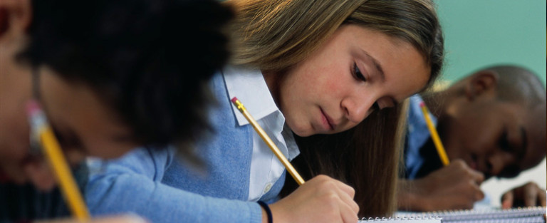 Proposta torna obrigatória educação gratuita até 17 anos